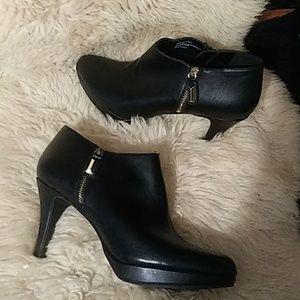Liz Claiborne black booties sz 9.5m